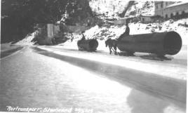 Transport av rør på Storlivann vinteren 1919.