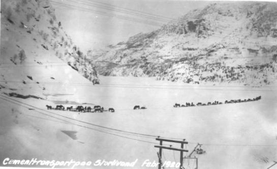 Februar 1920: Mer enn 20 hester transporterer sand og sement på Storlivann.